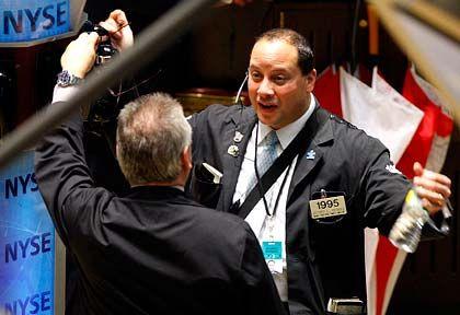 Kurse rauf: Der Dow Jones klettert in Richtung der Marke von 10.000 Punkten