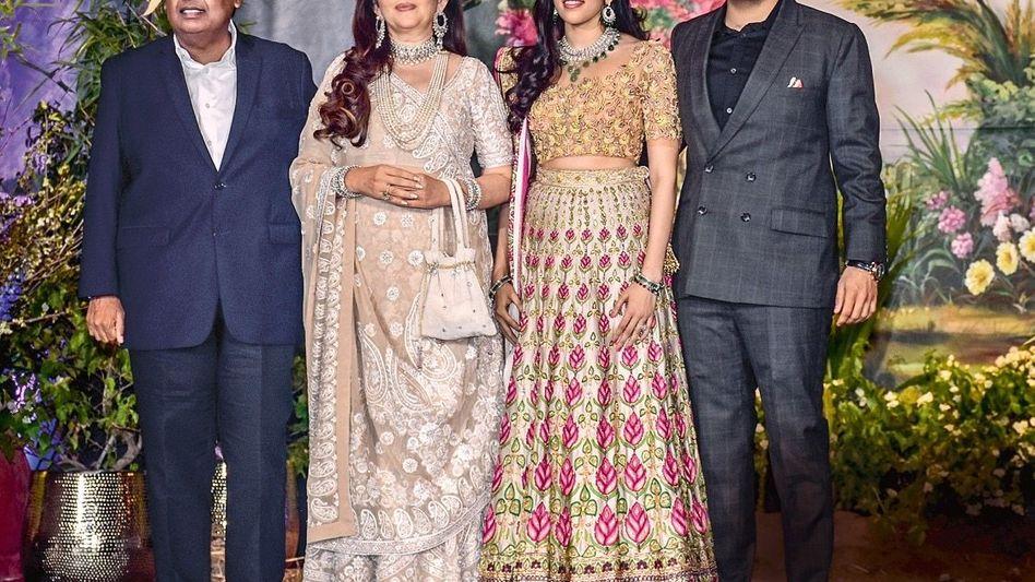 """GLITZER-INDER Die Familie des reichsten Mannes Indiens, Mukesh Ambani (l.), verkörpert den Lifestyle der """"Billionaire Rajs"""" wie keine andere"""