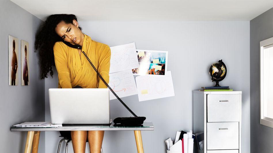 Arbeiten am Katzentisch? Viele Arbeitsplätze in den eigenen vier Wänden entsprechen nicht den Anforderungen
