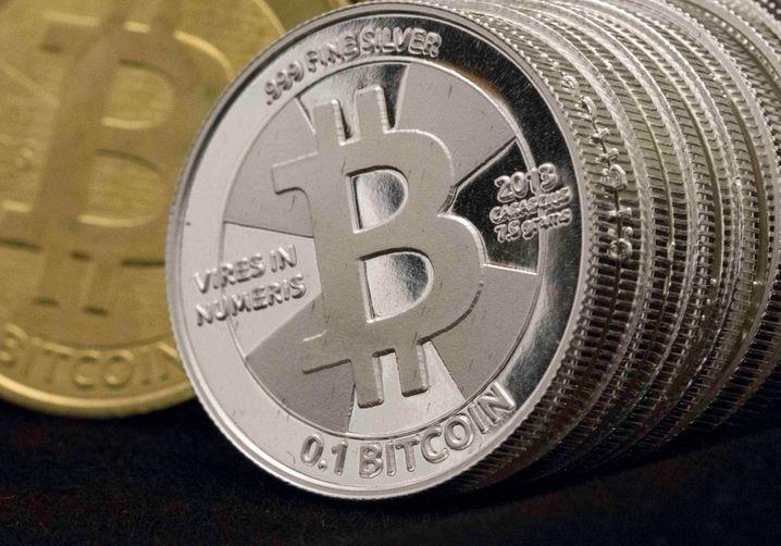 Münze mit Bitcoin-Logo