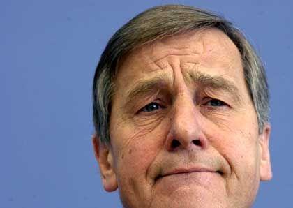 """Will keine """"Alleingänge"""": Wirtschaftsminister Wolfgang Clement"""