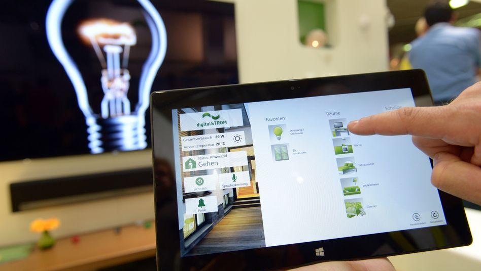 Steuerung per Tablet: Viele Unternehmen basteln an Technologien, um das Heim smarter zu machen.