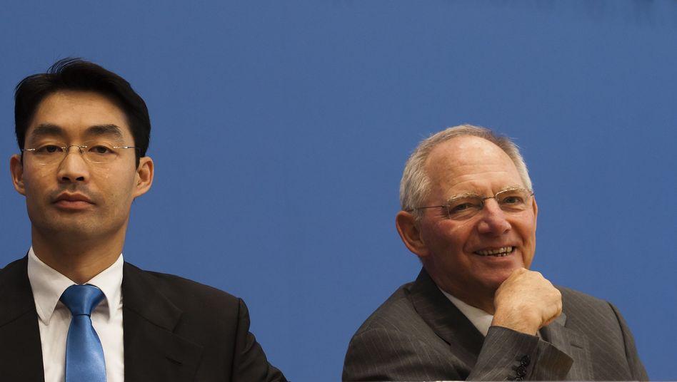 Finanzminister Wolfgang Schäuble hat Grund zur Freude: Die sprudelnden Steuerquellen dürften Deutschlands Neuverschuldung senken