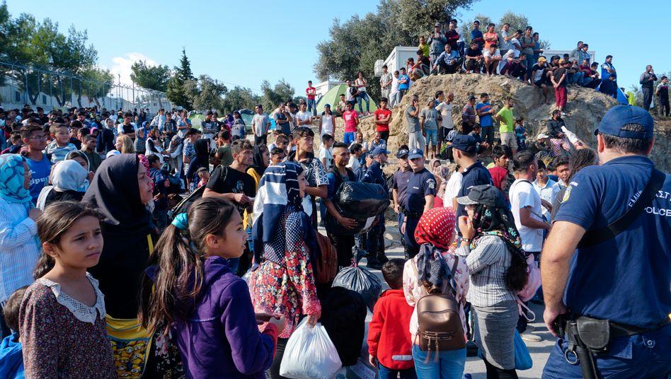 Großbrand im Lager Moria: Vermutlich Feuer gelegt - aus Angst vor weiteren Corona-Fällen im völlig überfüllten Lager