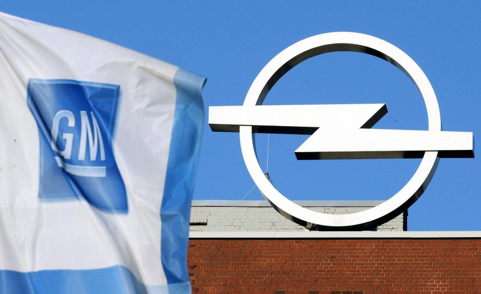 Opel Logo / GM Fahne