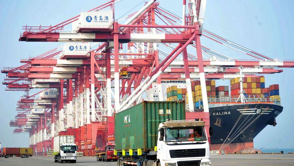 Container-Terminal im Hafen von Qingdao