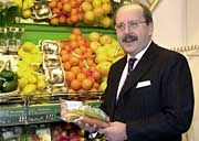 Letzte Hoffnung: Nur Hans Reischl, Chef der Handelsgruppe Rewe, kann LTU noch retten - wenn er will
