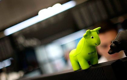Börse in Frankfurt: Nach mehreren schwachen Wochen in Folge wagt sich am Montag der Bulle wieder heraus