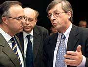 Der eine fahndet, der andere nicht: Bundesfinanzminister Eichel (l.), Luxemburgs Premier Juncker (r.)