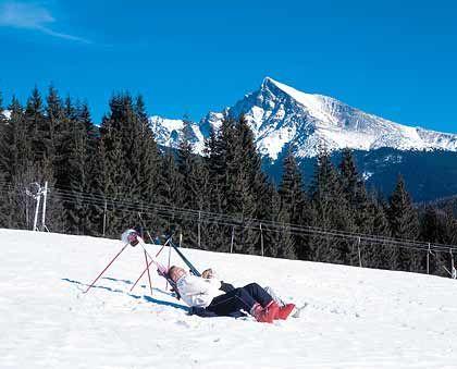 Ausspannen in der Wintersonne: Die Hotels und Skianbieter in der Hohen Tatra setzen auf aktive Skitouristen, aber auch auf Gäste, die einfach nur Ruhe suchen