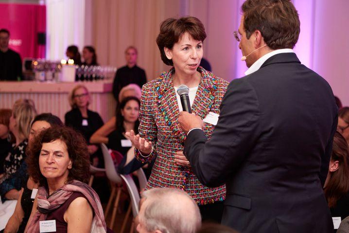 Börsen-Vorständin Hauke Stars im Gespräch mit mm-Chefredakteur Sven Clausen bei einer Veranstaltung von manager magazin und BCG.