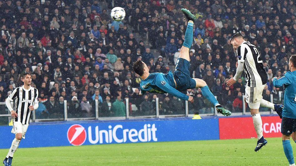 Traumtor: Ronaldo schießt gegen Juventus ein zum 2 zu 0.