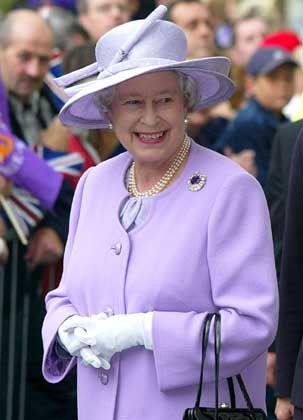 Queen Elizabeth II.: Bei der Polizei verdient man mehr