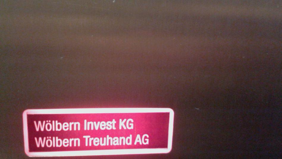 Firmenschilder am ehemaligen Wölbern-Sitz in der Hamburger Hafencity: Die Justiz arbeitet den Anlageskandal nach wie vor auf