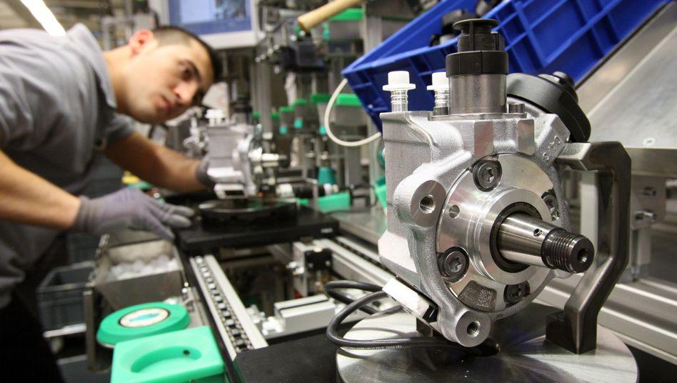 Bosch-Werk in Stuttgart-Feuerbach: Hier als auch in Schwieberdingen reduzieren viele der an diesen Standorten insgesamt rund 9600 Beschäftigten für zwei Jahre ihre Arbeitszeit. Sie verzichten damit auf erhebliche Gehaltsbestandteile, um betriebsbedingte Kündigungen zu vermeiden.