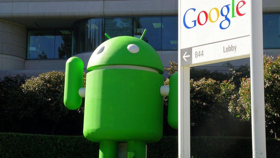Ein Android-Robotermännchen vor dem Eingang des US-Internet-Konzerns Google in Mountain View