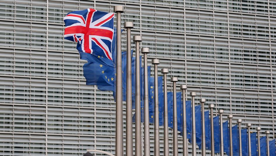 Britain and the EU: The UK government has to wake up to realize that deciding to go for hard Brexit is the most momentous and difficult decision a British government has made since May 1940