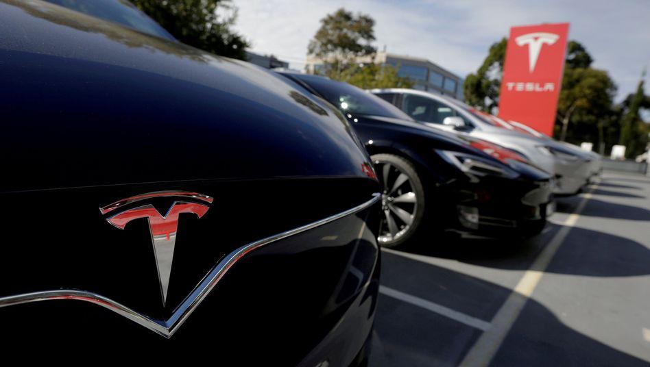 Neue Stoßstange, neuer Kotflügel? Bis die Ersatzteile eines Tesla deutsche Kunden erreichen, können mitunter Monate ins Land gehen