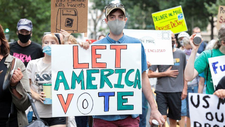 Viele Menschen in den USA fürchten um ihre Stimme bei einer Briefwahl, sollte die Post gerade zur Präsidentenwahl im November die Kosten drastisch senken