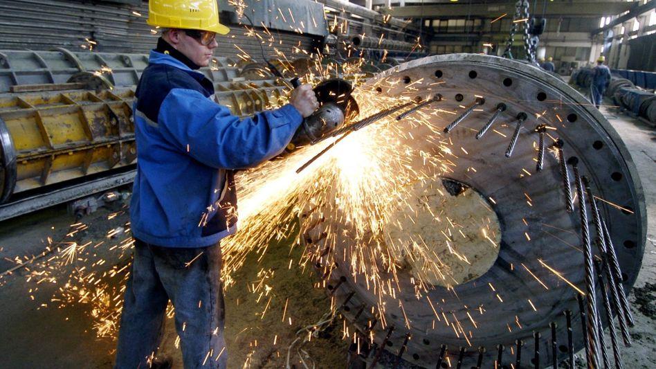 Pfleiderer-Arbeiter im Werk Neumarkt: Drei Monate Zeit zur Rettung des Unternehmens
