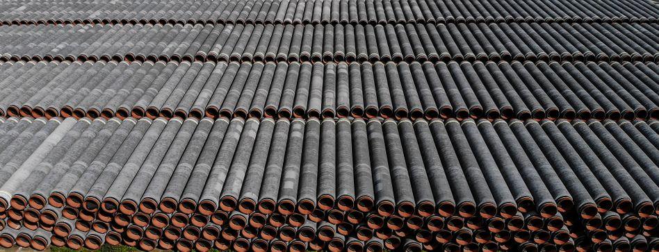 Kommen wieder zum Einsatz: Rohrstücke für Nord Stream 2 im Hafen von Sassnitz