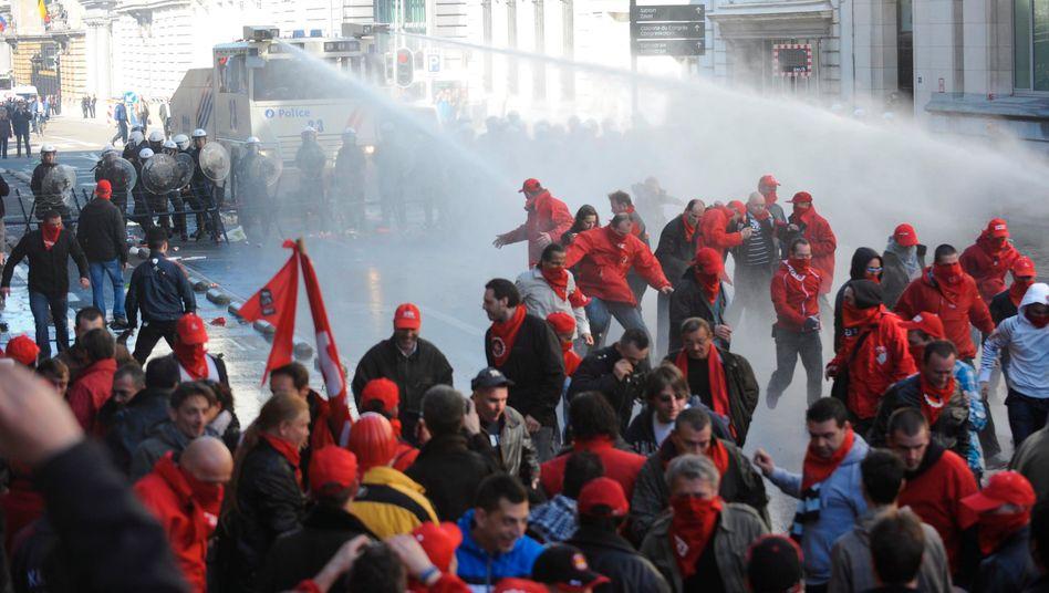 Auseinandersetzung in Brüssel: Proteste gegen Sparvorhaben