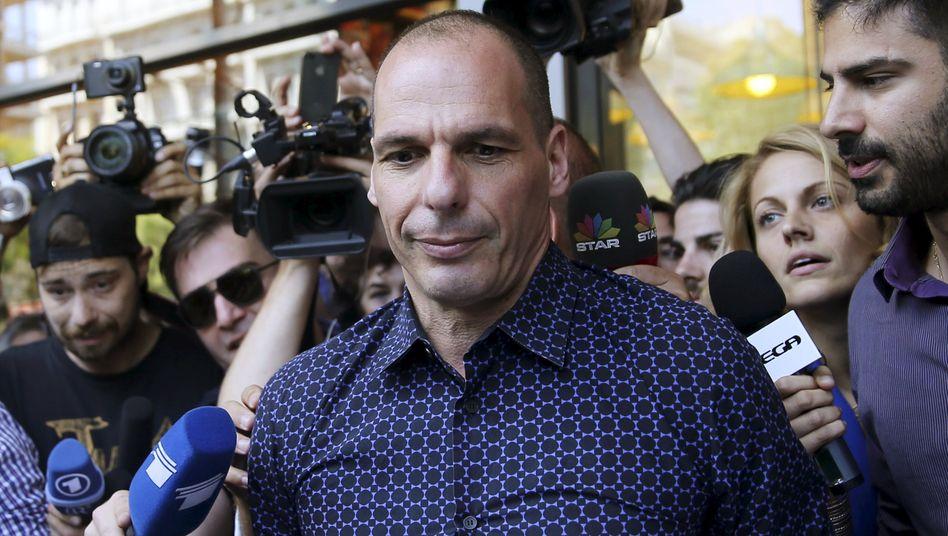 Große Töne: Der gefallene griechische Ex-Finanzminister Varoufakis konzentrierte sich während seiner kurzen Amtszeit darauf, Interviews zu geben und seine Verhandlungspartner vor den Kopf zu stoßen. Nun tritt er noch einmal gegenüber Wolfgang Schäuble nach