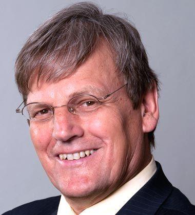 Eicke Weber leitet mit dem Freiburger Fraunhofer-Institut für Solare Energiesysteme (ISE) das größte Solarinstitut Europas. Für diese Aufgabe kehrte der Physiker nach 23 Jahren aus den USA zurück, wo er zuletzt Professor in Berkeley war. Weber forscht nicht nur im Bereich Solarenergie, sondern setzt sich auch für deren flächendeckende Nutzung ein.