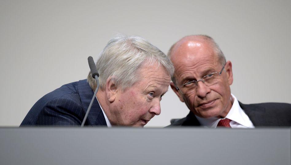 Der links will nicht, also macht der rechts weiter: Wolfgang Porsche (links), Vertreter der Großaktionäre, mit Berthold Huber, Ex-IG-Metall-Chef und weiterhin Aufsichtsratschef von Europas größtem Autohersteller.