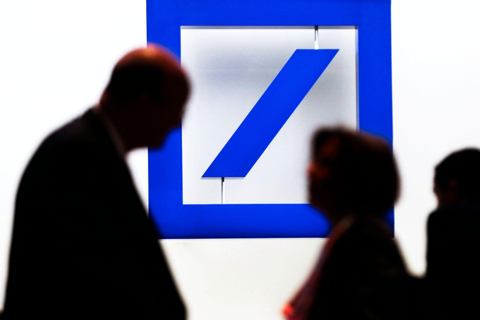 NICHT VERWENDEN Deutsche Bank /Passanten / Logo
