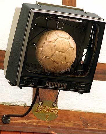 Gefangen in Kirchs Kiste: der deutsche Fußball.