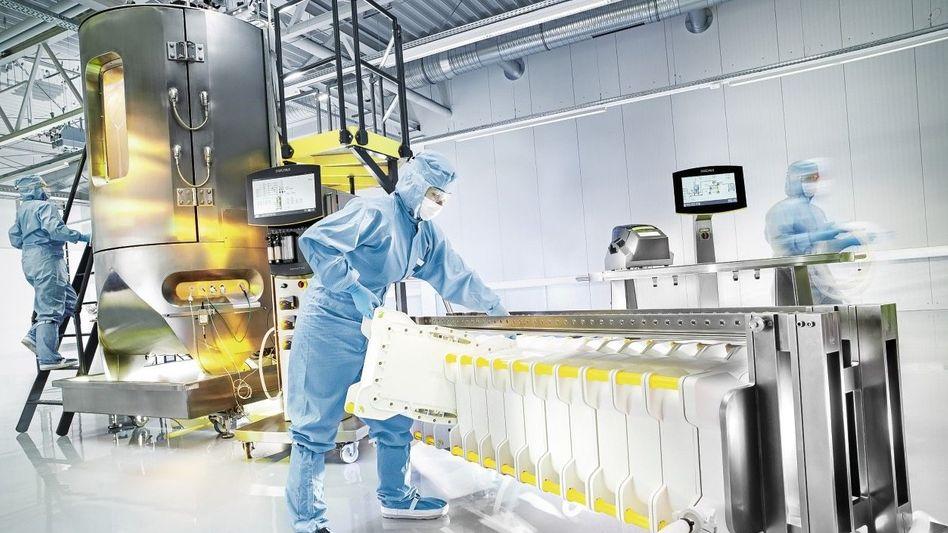 Der Preis ist egal: Bioreaktor (l.) und Filteranlage von Sartorius: Der Laborausrüster aus Göttingen kann die Nachfrage der Boombranche kaum noch bedienen