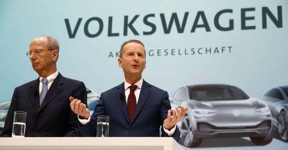 """PSE-Chef Hans Dieter Pötsch (links), VW-Chef Diess: """"Erhebliches Wertsteigerungspotenzial"""""""