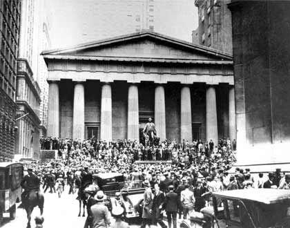 Lektion gelernt? Nach dem Börsencrash 1929 hielt der Staat still. Heute versuchen die Nationen eine Depression mit allen Mitteln abzuwenden.