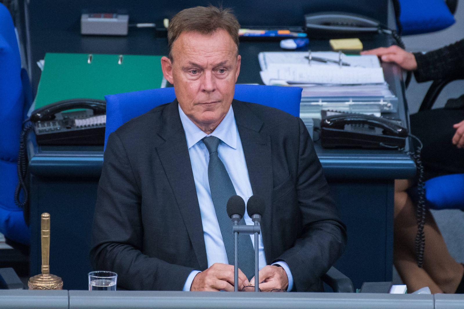 Berlin, Plenarsitzung im Bundestag Deutschland, Berlin - 02.10.2020: Im Bild ist Thomas Oppermann (Vizepräsident, Deuts