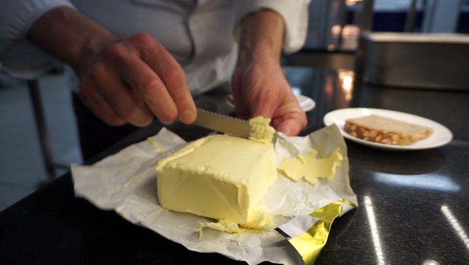 Lecker Butter auf Brot: Ein immer teurer werdendes Vergnügen