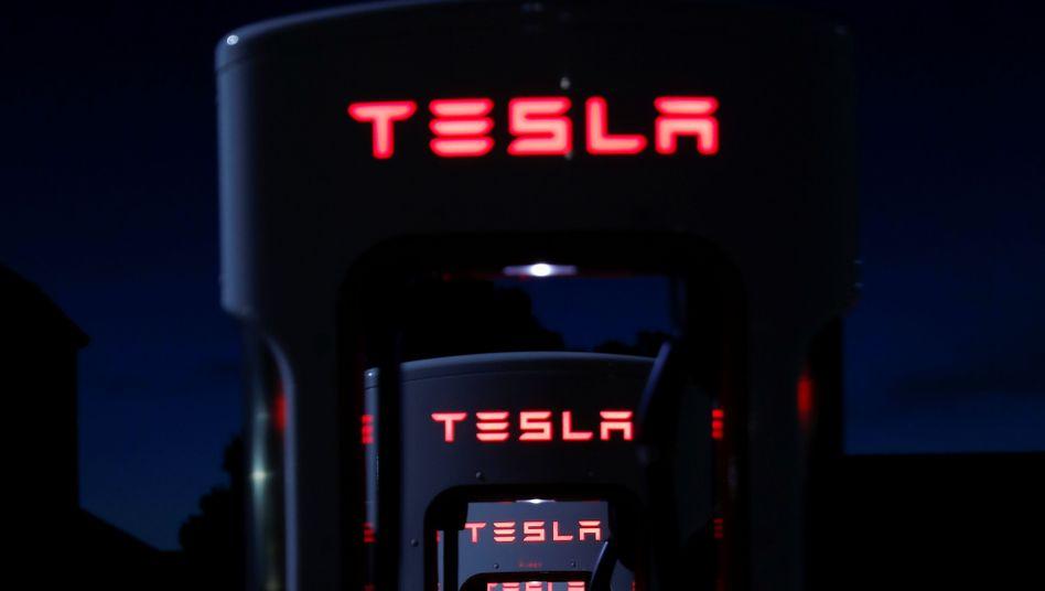 Teslas Superladesäulen für Elektroautos