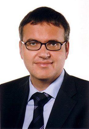 Christoph Kaserer, Jahrgang 1963, ist Professor für Finanzmanagement und Kapitalmärkte an der TU München (TUM). Zu seinen Forschungsinteressen gehört auch der Bereich Corporate Governance. Kaserer fungiert als Dekan der Fakultät für Wirtschaftswissenschaften an der TUM.