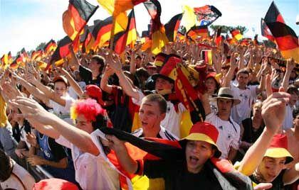 Anhaltend gute Laune: Weniger Arbeitslose und höhere Gewinne vieler deutscher Unternehmen führen auch zu höheren Steuereinnahmen des Staates