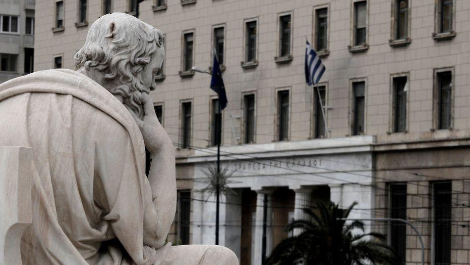 Bank von Griechenland in Athen: Die Nationalbank kann den Finanzsektor auf eigenes Risiko mit Hilfe von ELA-Notkrediten tragen - braucht aber die Zustimmung aus Frankfurt