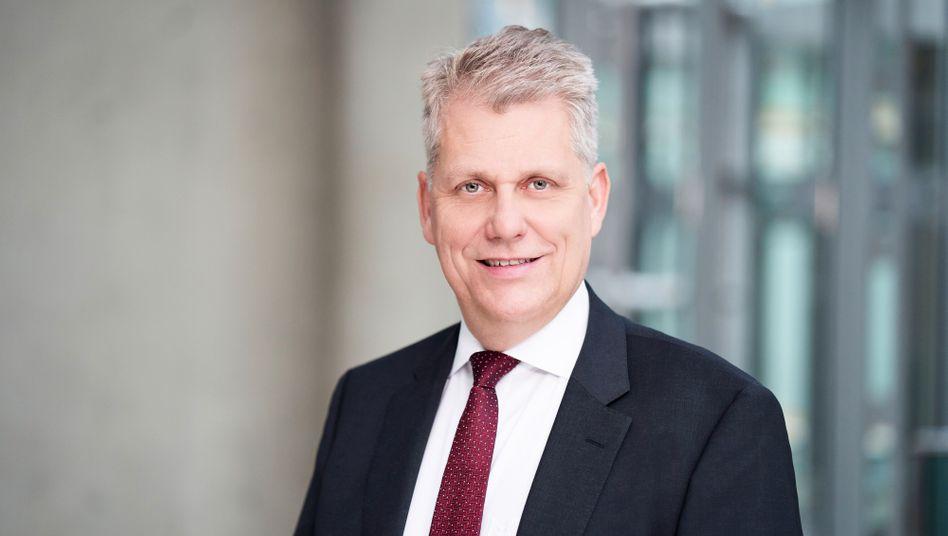 Lufthansa-Vorstand Harry Hohmeister: Wohl längst nicht alle Kunden werden ihren Flugticketpreis erstattet bekommen, lässt der Konzern wissen.