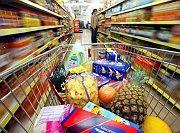 Tatort Supermarkt: Immer öfter gehen Versicherer neue Wege, versuchen Policen auch über Supermarkt- und Bekleidungsketten oder Kaffeeröster zu vertreiben