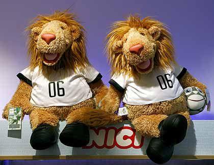 """Löwe ohne Unterhose: """"Goleo"""", das Maskottchen der Fußball-WM 2006, floppte"""