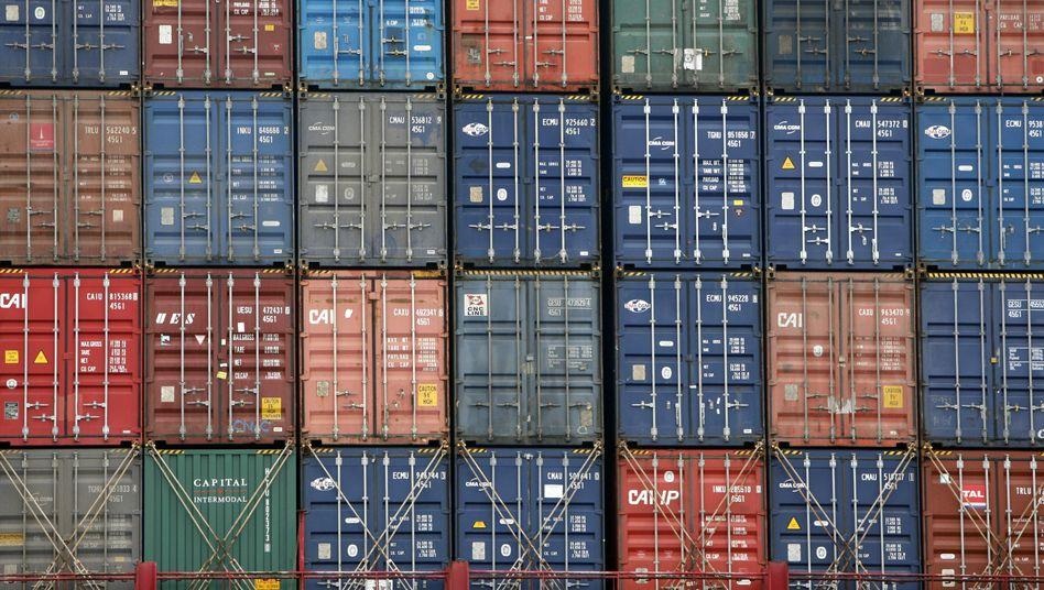 Container auf einem Schiff: Deutschland überschwemmt die Welt mit Exportgütern