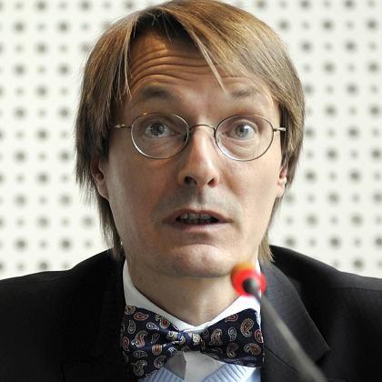 35 Milliarden Euro: Diese Summe würde der Umbau des Gesundheitssystems jährlich kosten, wenn man den Plänen von CDU und FDP folgte, sagt SPD-Gesundheitsökonom Lauterbach