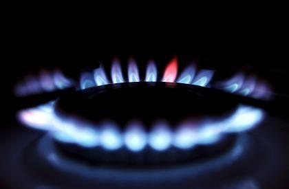 Noch immer viel zu teuer: Die Gaspreise müssten viel stärker sinken, heißt es in einer Studie