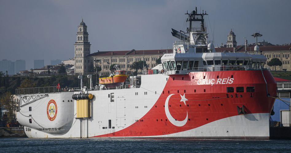 """Die Türkei hat das Forschungsschiff """"Oruc Reis"""" zur griechischen Insel Kastellorizo entsandt - dadurch fühlt sich Griechenland provoziert."""