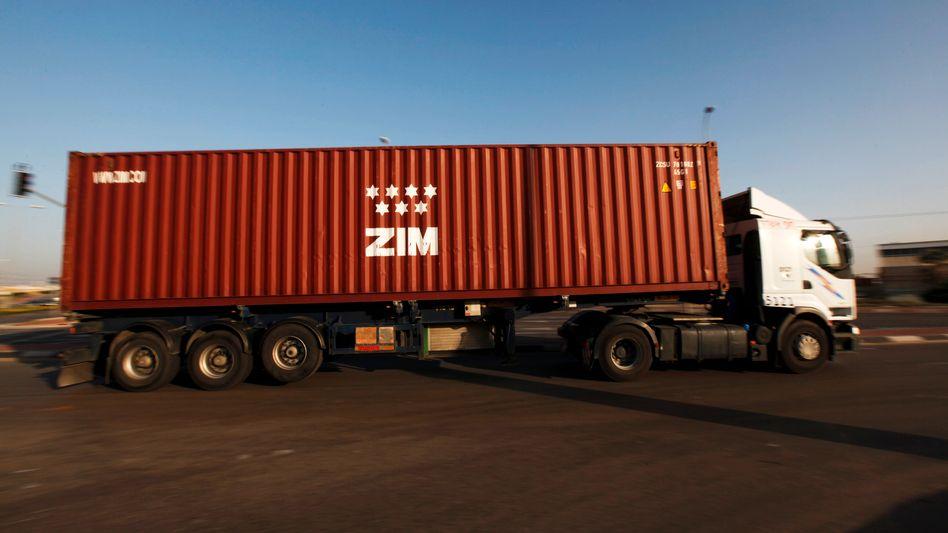 Comeback: Lastwagen mit Container von Zim in israelischem Hafen Aschdod