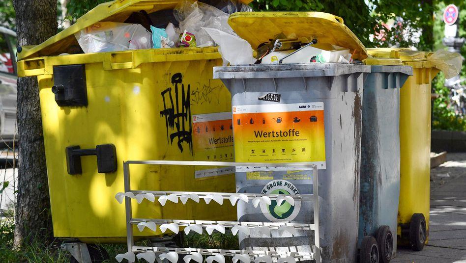 Grüner Punkt: Deutschlands größter Müllkonzern Remondis will den Markenrechtinhaber Duales System Deutschland kaufen - das Kartellamt ist jedoch dagegen