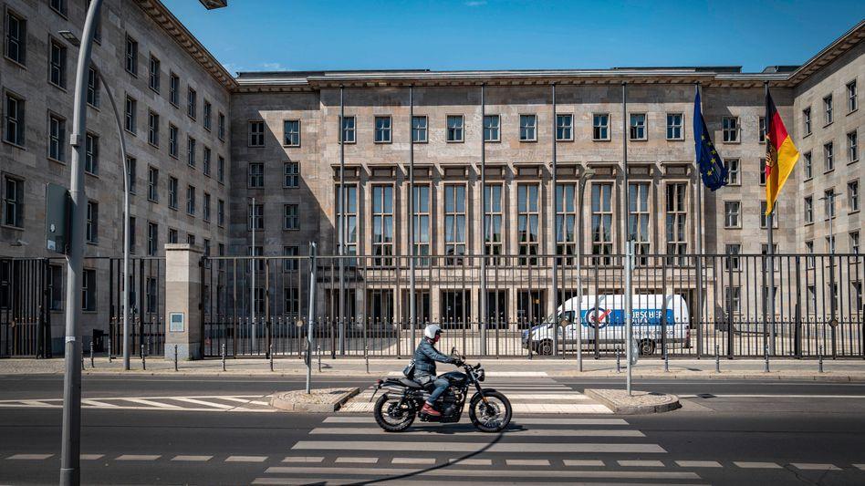 Ermittler und Polizisten im Haus: Im Bundesfinanzministerium in Berlin gab es eine Razzia